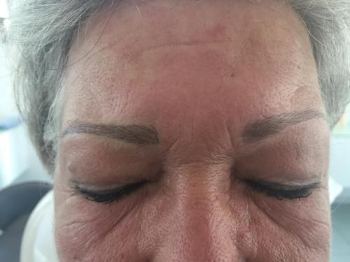 Augenbrauen nach Permanent Makeup